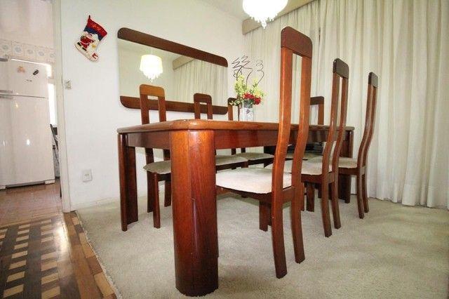 Mesa mogno 8 lugares com cadeiras + espelho - Foto 2