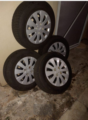 Jogo de roda aro 15 com pneu Goodyear