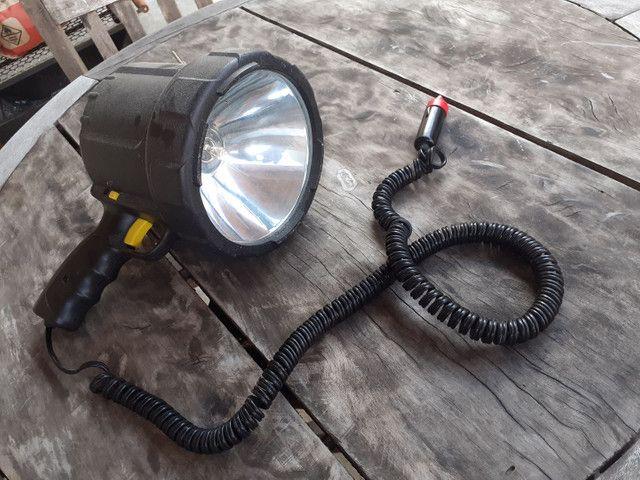 Lanterna que acende no carro