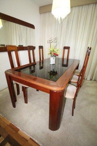 Mesa mogno 8 lugares com cadeiras + espelho - Foto 3