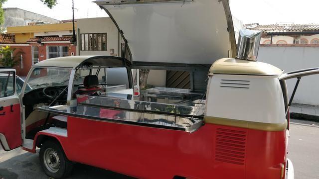Kombi Foodtruck com freezer e chapeira pronta para negócio!! - Foto 3