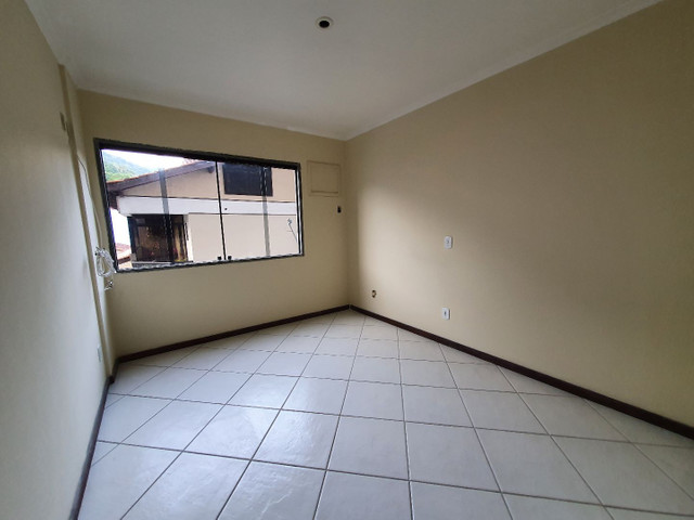 Alugo lindo e grande apartamento de 2 quartos, varanda, no parque das palmeiras - Foto 4
