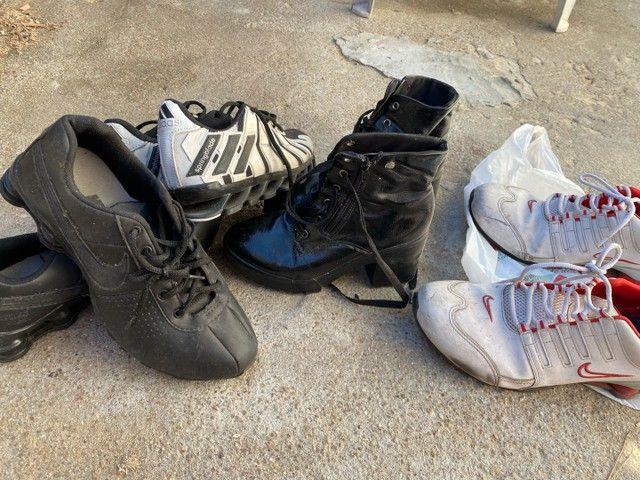 2 Nike 43 + 1 adidas 39 e uma bota feminina 35 - Foto 3