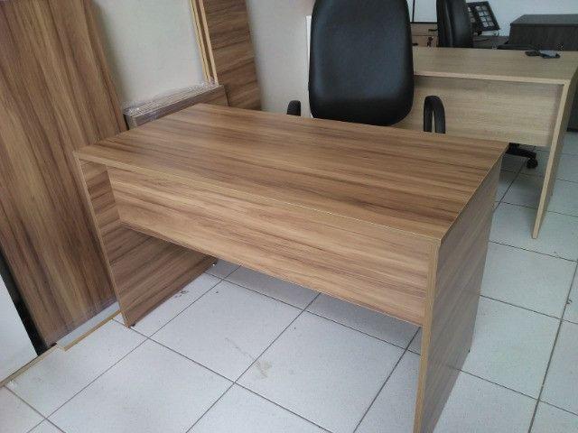 Mesa para escritório em MDF 18 mm Nogal