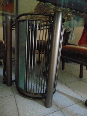 Mesa com tampo de vidro temperado