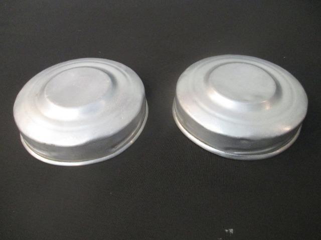 Par tampas de baleiro antigo em alumínio - peça original - Foto 2
