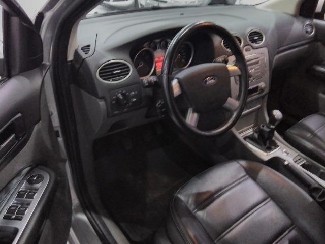 Focus Sedan GLX 2.0 - 2013 - Vários opcionais - Foto 8