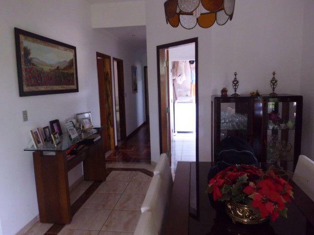 C485 -Casa com três dormitórios em excelente bairro - Foto 2