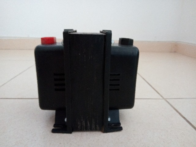 Vendo Autotransformador Universal R$ 250,00 reais - Foto 4