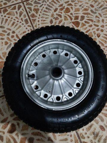 2 rodas para carriola ou carrinho de carga pneu com camara medidas 3.25-8  - Foto 2
