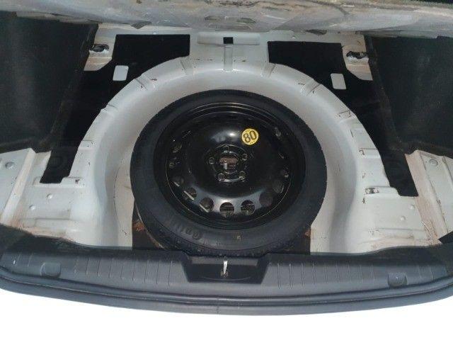 Cruze Sedan LT cambio manual, couro e baixa km. Recebo troca, recebo moto - Foto 16