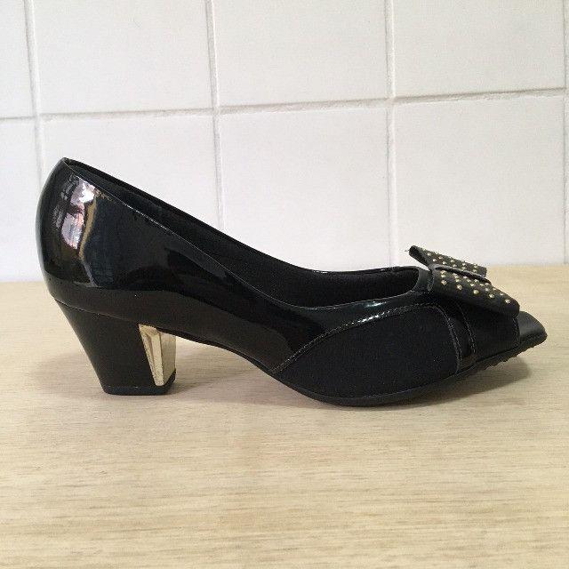 Sapato Peep Toe Salto Médio Preto - Piccadilly - Foto 2