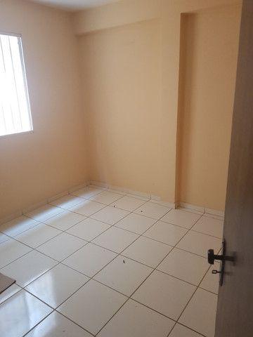 Aluga se apartamento de 2 quartos no Major Prates