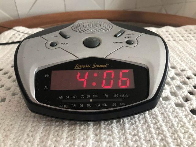 Rádio, relógio e alarme  - Foto 5