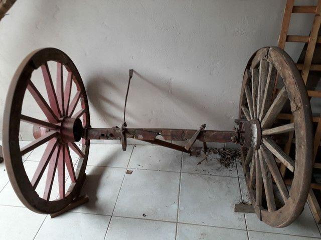 Roda de carroça grande com eixo completo  - Foto 3