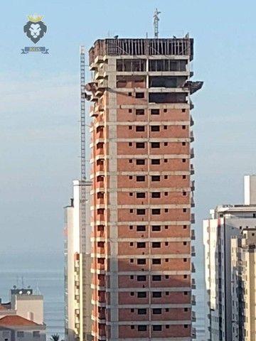 Excelente Apartamento de Alto Padrão 3 Dormitórios 3 Suítes menos de 100 metros da Praia - Foto 13