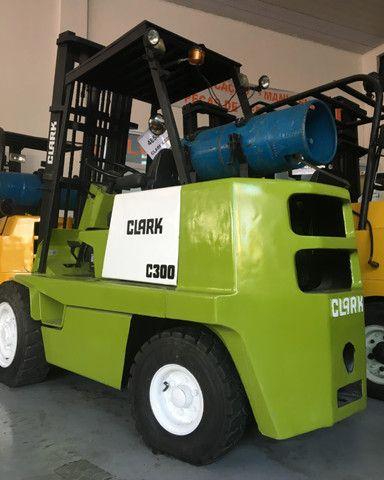 Empilhadeira Clark C300 nacional mecanica reformada