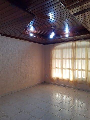 Vende-se casa no Renascer contendo um apartamento nos fundos - Foto 2