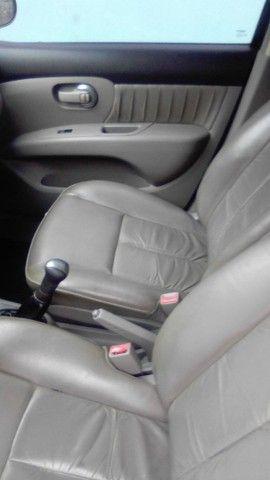 Excelente Nissan Livina - Foto 6