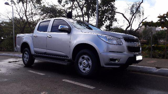 S10 LS 4 x 4 Diesel 6 Lugares Completa 2014 Extra