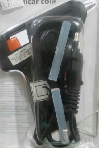 Pistola para aplicar Cola Quente com 1 refil, refil com 12 colas - Foto 2