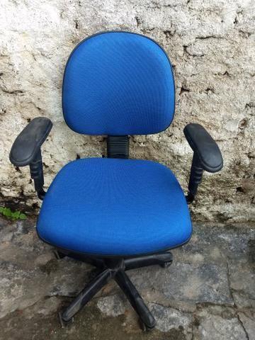 Cadeira semi nova tecido novo