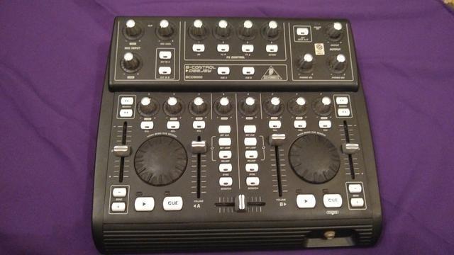 Behringer BCD3000 Controladora DJ 2-Decks Usb