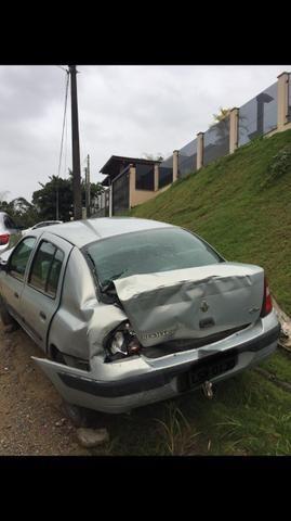 Clio Sedan 1.6 batido