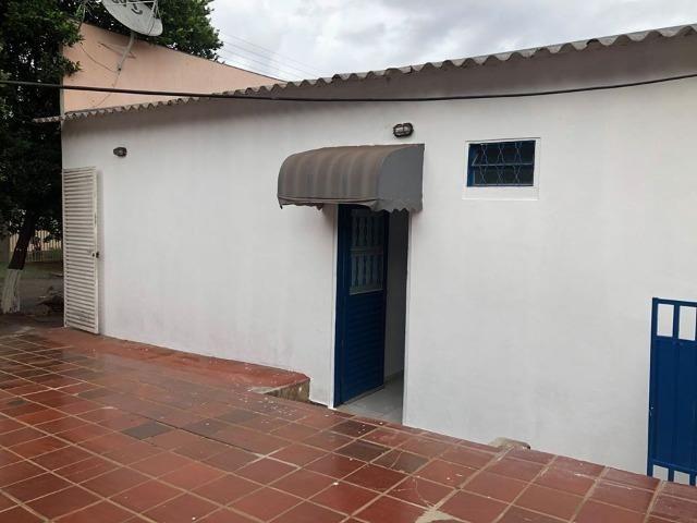 Alugo casa com ótima localização - Foto 7