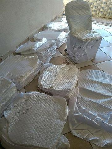 Kit COM 05 Capas p/ Cadeiras Produzidas em Tecido Cetim Cor Branca - Foto 4