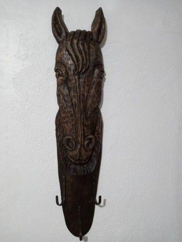 Cabideiro rústico cabeça d cavalo entalhado em madeira