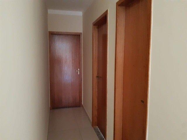 Linda Casa Nova Campo Grande com 3 Quartos No Asfalto**Venda** - Foto 2