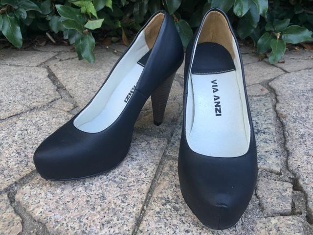 Sapato preto salto alto 33 (novo)