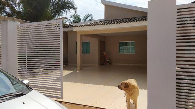 Linda casa, cond fechado, Vicente Pires, Rua 8, churrasq, piscina aquecida, 4qts, 4ban