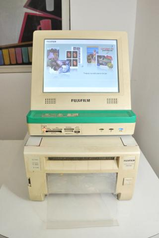 Impressora Fotográfica Fujifilm ASK-300 + Kiosk Fujifilm Touch Screen. completo e usado - Foto 4