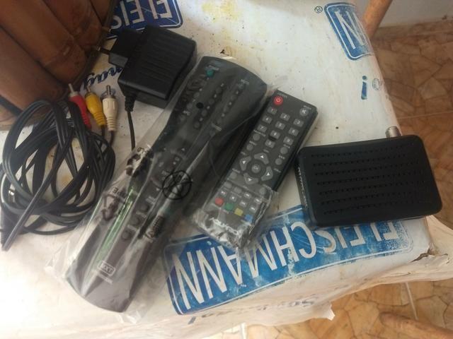 Vendo TVs tubo c/ suporte e conversor