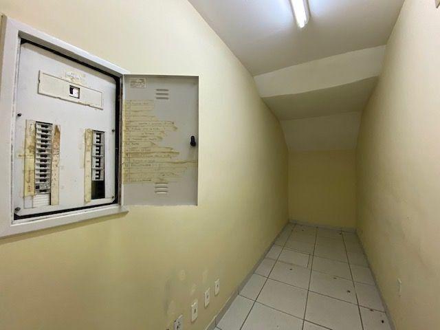 Imóvel comercial em Olinda composto dois amplos salões e 6 salas em avenida principal - Foto 4
