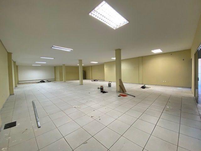 Imóvel comercial em Olinda composto dois amplos salões e 6 salas em avenida principal