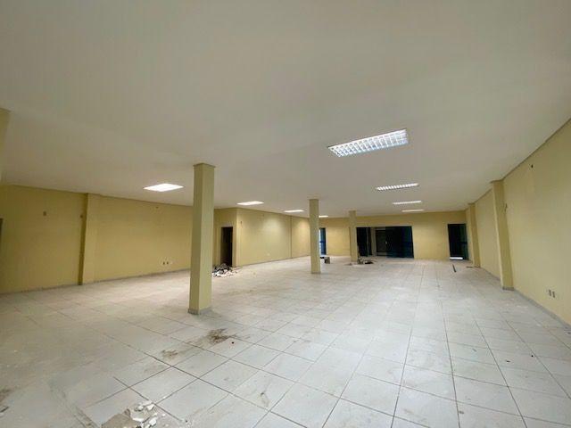 Imóvel comercial em Olinda composto dois amplos salões e 6 salas em avenida principal - Foto 2