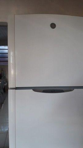 Vendo geladeira 2 portas - Foto 4