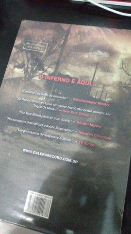 trilogia de livros the walking dead(em ótimo estado) - Foto 6
