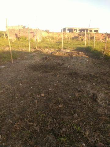 Terreno ( Fundo da creche em construção , com quatorze topo de laje feitas) - Foto 2