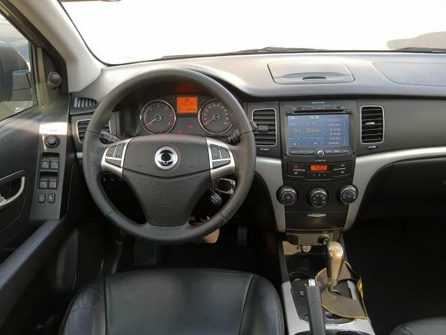 Korando 2.0 diesel aut 4x4 com teto - Foto 9