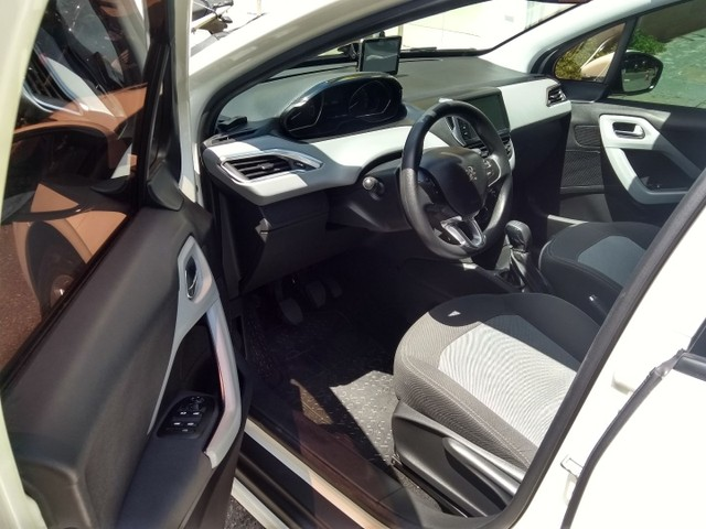 Peugeot/208 active pack ano 2015