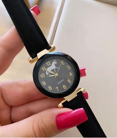Relógio de pulso - pulseira de camursa