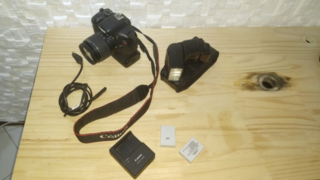 Câmera Profissional Canon EOS Rebel T2i - Usada - Foto 2
