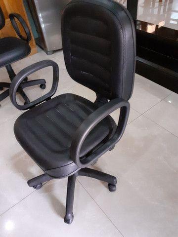Vende-se cadeira diretor, a quantidade que encomenda,temos estoque
