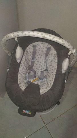 Carrinho com bebê conforto e cadeirinha de descanso