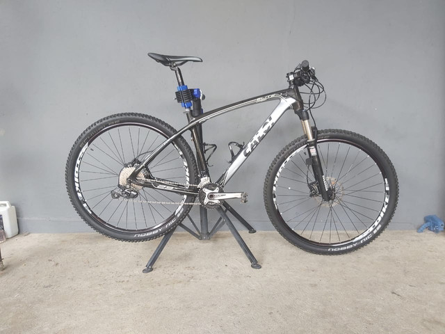 Bike mtb Caloi Elite Carbon aro 29