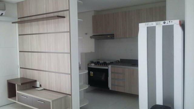 Alugo Riverside com 02 dormitórios semi mobiliado e fino acabamento